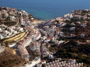 A village or a city where you can rent and ride a bike in Carvoeiro