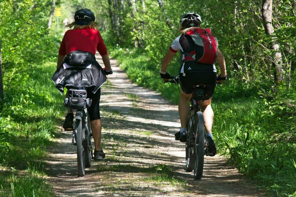 Two persons are enjoying one of the best bike tours in Portugal
