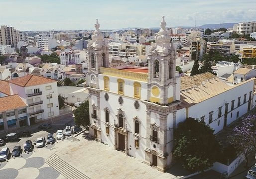 Buildings and places that you can ride in and around after renting a bike in Faro