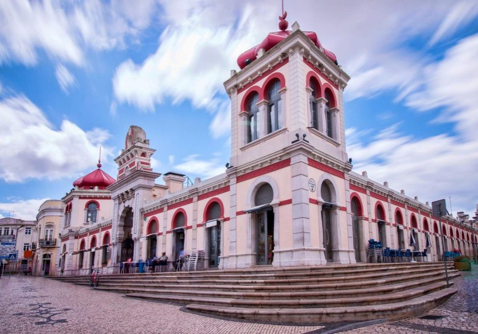 You can visit Mercado de Loulé by renting and riding a bike in Loulé