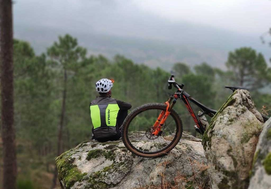 A person is enjoying the view within the MTB road tours around Algarve